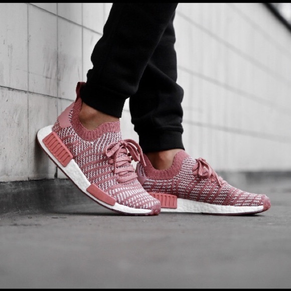 size 40 dbb88 19f5a Adidas NMD R1 Ash Pink Sneakers NWT NWT